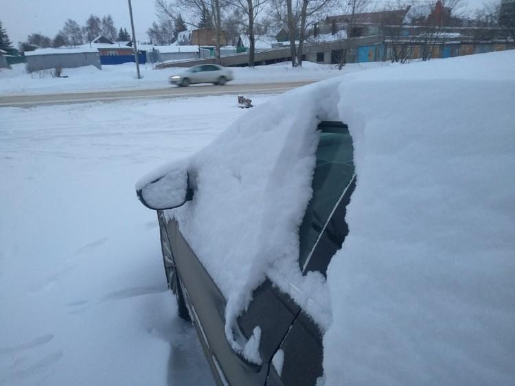 Минусы от владения машиной - с утра водители сделали неплохую зарядку.