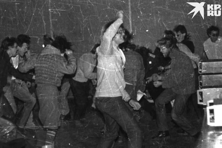 На первый рок-концерт группу «ГрОб» пригласил Валерий Мурзиню Фото: личный архив Константина Голодяева