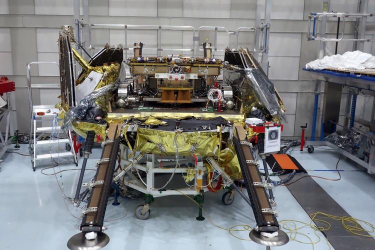 """Марсоход программы """"Экзомарс"""" на посадочном модуле в ходе испытаний, декабрь 2020 г. Фото: Роскосмос"""