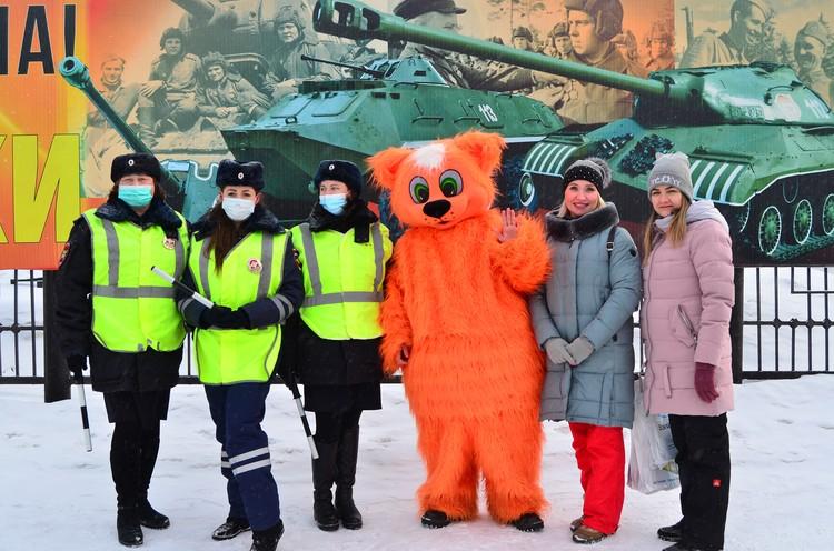 Сотрудники ГИБДД поздравили водителей с праздником