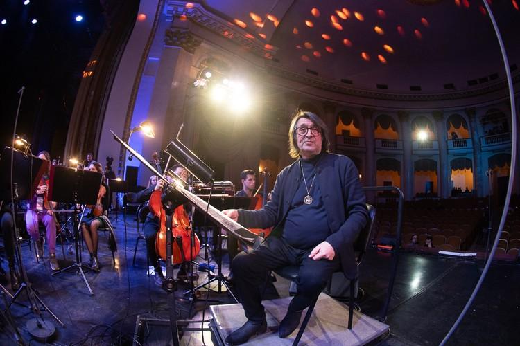 Дневник сочинского фестиваля искусств: почему виолончелисты сопят, премия Шостаковича для Чайковского и платья с люрексом