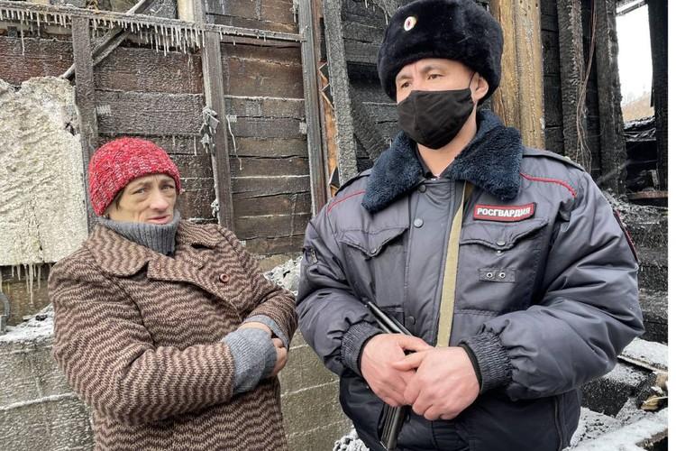 За спасение женщина их искренне поблагодарила. Фото: Управление Росгвардии по Иркутской области.