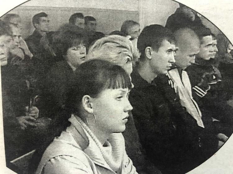 На суд линчевателей приехало все село, в их поддержку собирали подписи. Фото: телекомпания «Тагил Телеком»