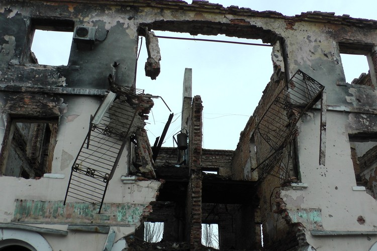 Весь Донбасс стал настоящей Брестской крепостью, отсчитывая все новые и новые года войны