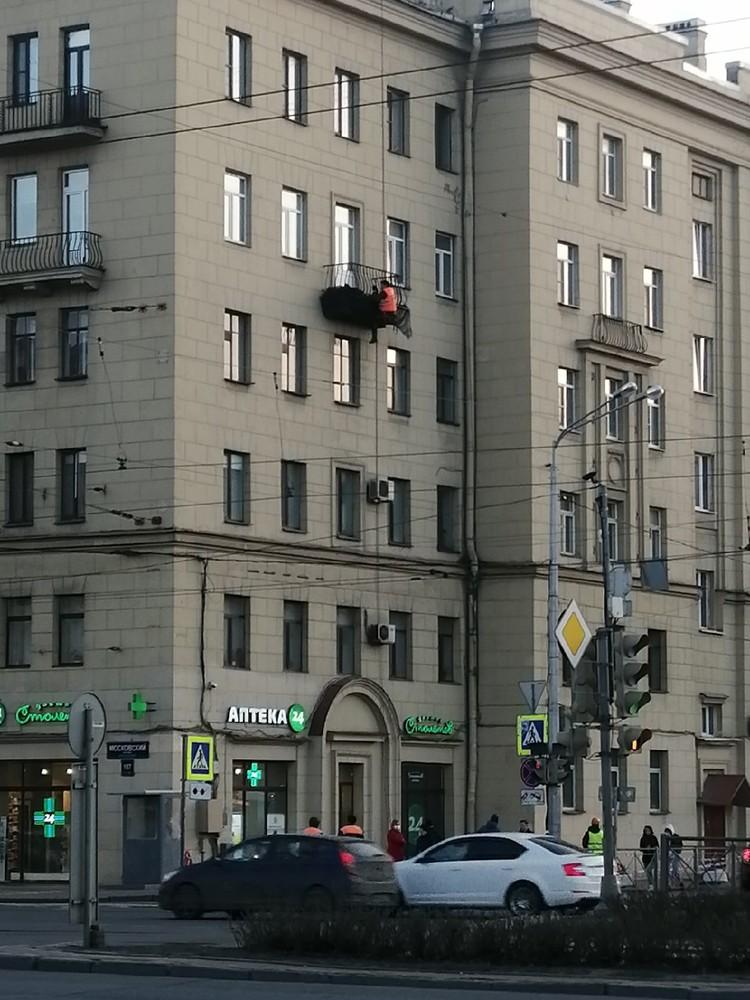 Комиссия утверждает, что ежедневно осматривает дом Фото: ДТП и ЧП Петербурга