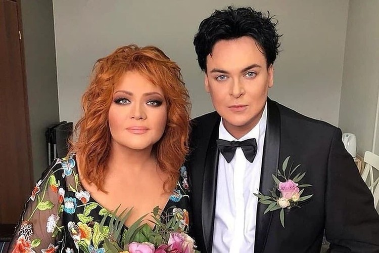 Певец Юлиан и певица Анастасия развелись со скандалом.