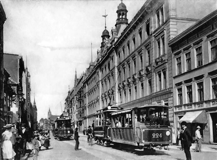 В Калининграде со здания бывшей Дирекции имперских железных дорогдемонтируют скульптурную композицию
