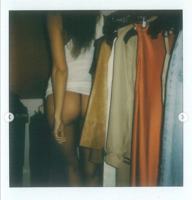 Ирина показала, как проходит процесс выбора одежды в гардеробной. Фото: Инстаграм.