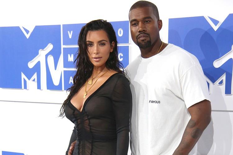 Канье Уэст разводится со звездой реалити-шоу Ким Кардашьян после шести лет брака.
