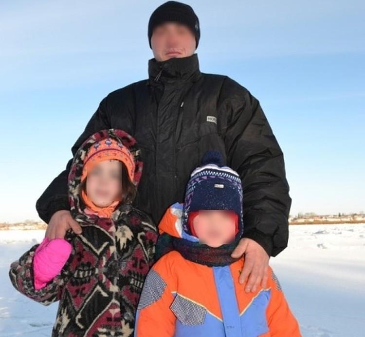На страничке в соцсети у отца семейства множество снимков с его детьми.