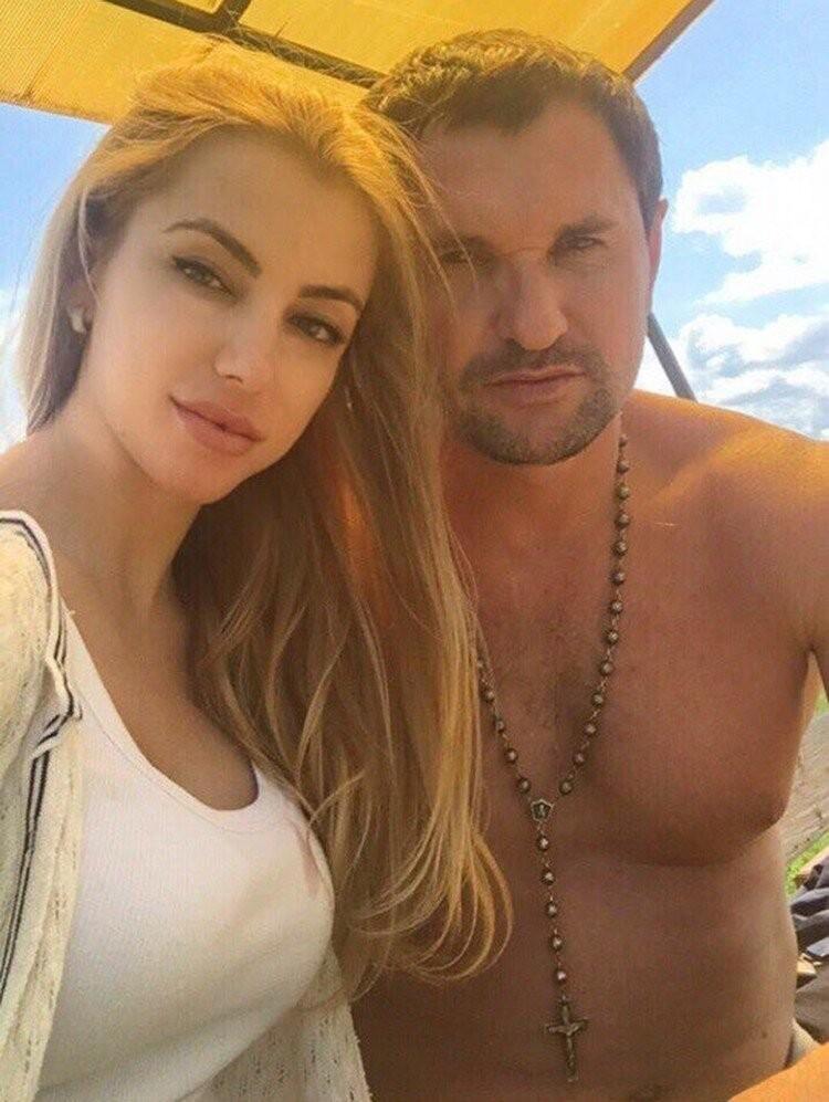 Друзья говорят, что Алексей очень любил Екатерину и не мог ее забыть даже после развода
