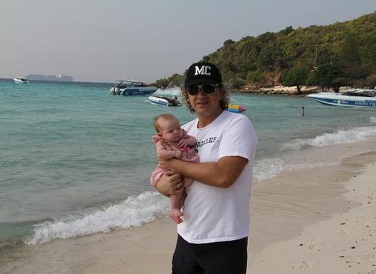 Помирившись с другом, Рома Жуков отправился в Таиланд, где крестил свою дочь.