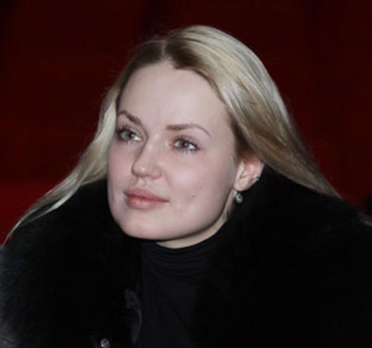 21-летняя Екатерина Муратова (студентка университета культуры и ученица Ирины Дорофеевой) сыграет княжну Тараканову на следующий день после премьеры, 5 февраля.
