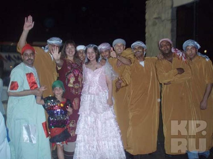 Свадьба кажется россиянкам путевкой в новую жизнь. Но иногда счастливая жизнь оказывается короткой...