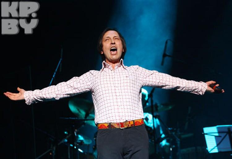 - Я всегда рад для вас петь!