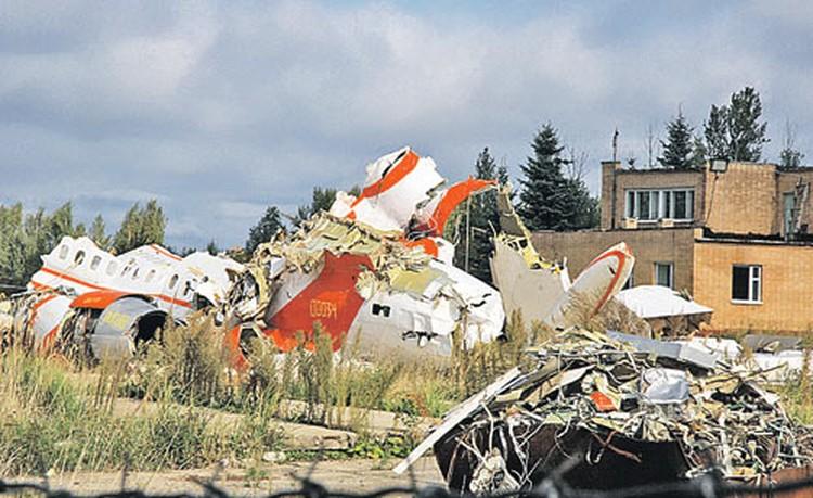 Обломки президентского Ту-154 пока находятся на территории смоленского аэродрома «Северный».