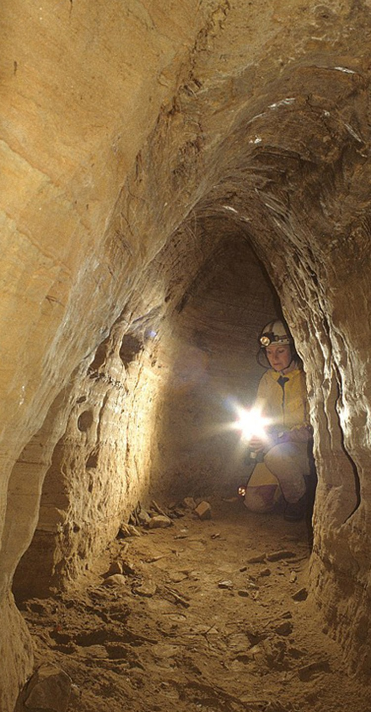 У европейских тоннелей одинаковая сводчатая конструкция, высота около 70 сантиметров