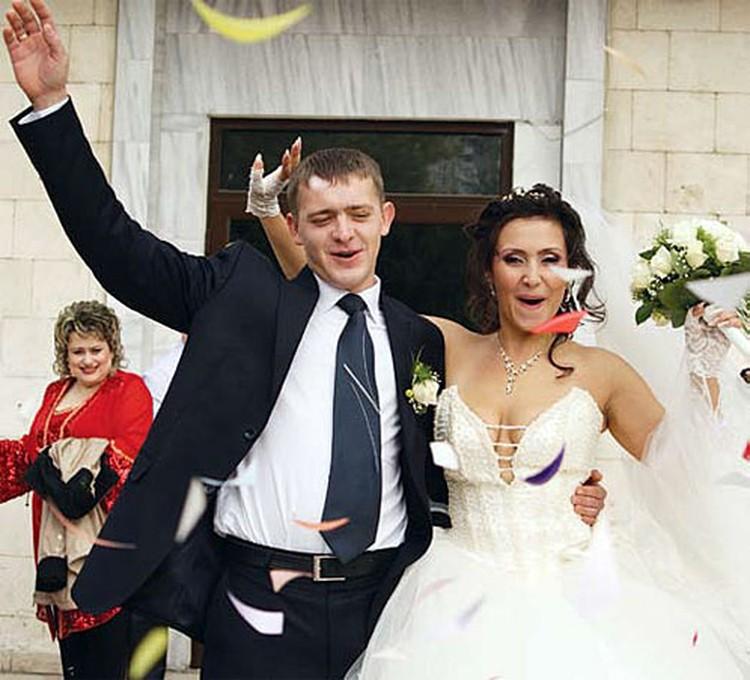 Олеся и Денис: «Своё обручальное кольцо я нашла в кусочке торта «Наполеон»
