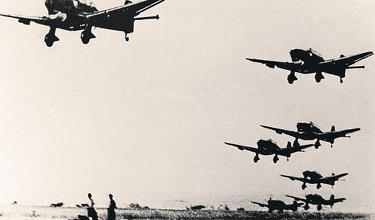 О том, что немецкие самолеты нанесут удар, руководство СССР узнало еще вечером 21 июня.