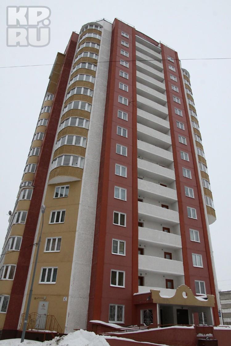 """Новая 16-этажка, как маяк среди серых """"коробок"""" спального района, но жить в ней невозможно"""