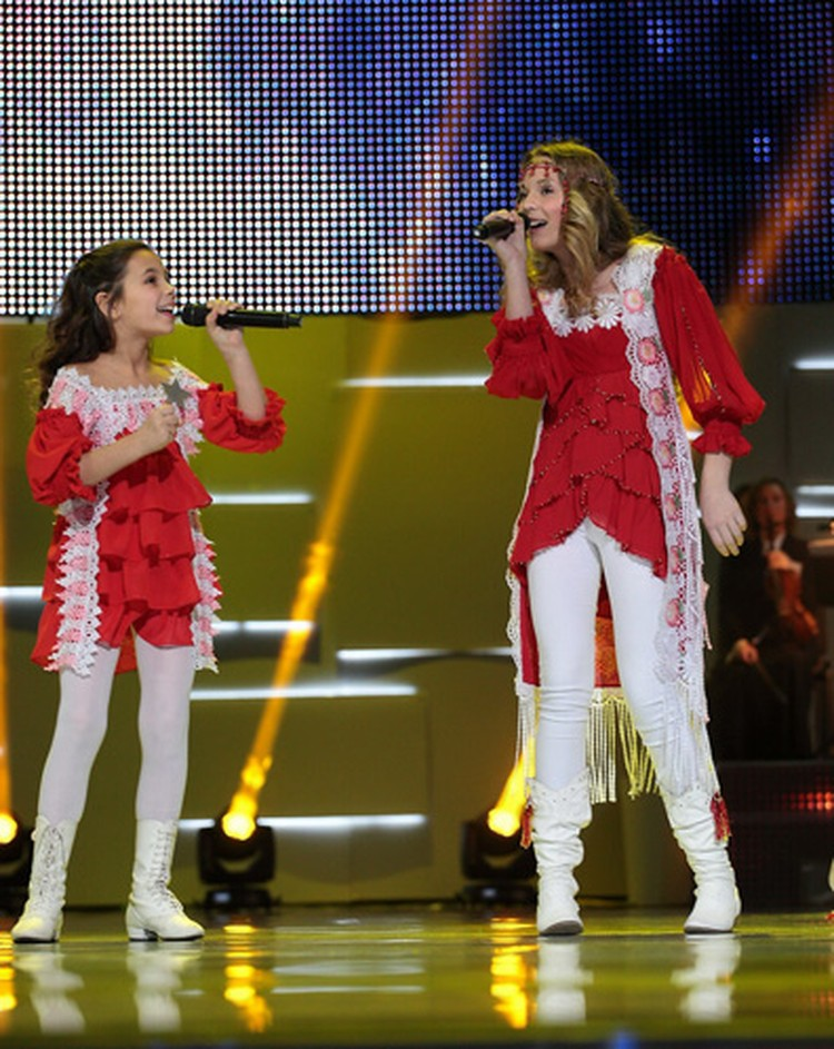 """В первом шоу Вера выступит с участницей национального тобора на """"Детское Евровидение"""" в 2009 году Златой."""