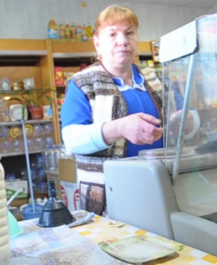 Сестра Татьяны - обычная продавщица в магазине.