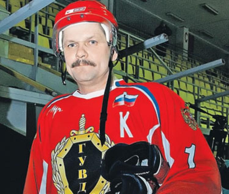 Анатолий Якунин любит хоккей и даже создал спортивную команду из подчиненных.