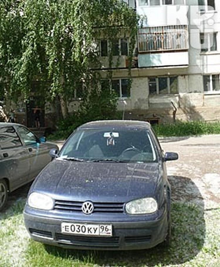 Машину Ушакова перегнали, и оставили у подъезда
