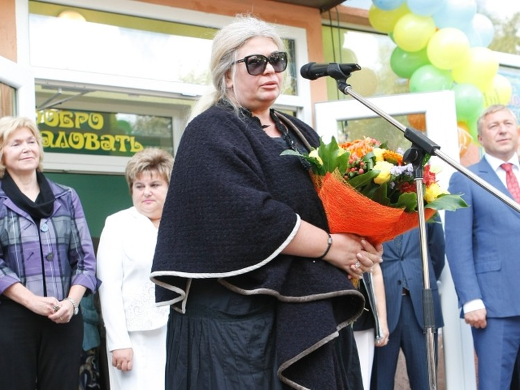 Вдова поэта приехала в Калининград с книгами.
