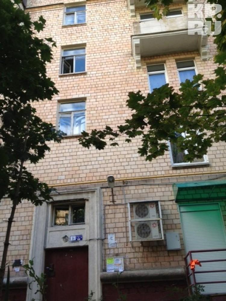 Открытое окно третьего этажа, из которого, предположительно, выпал Белявский