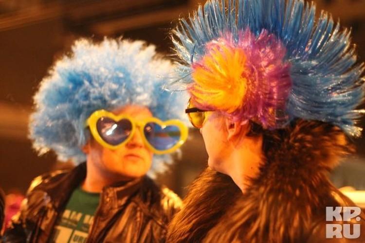 Для того, чтобы сцена была новогодней, участники процесса явились в соответствующих нарядах.