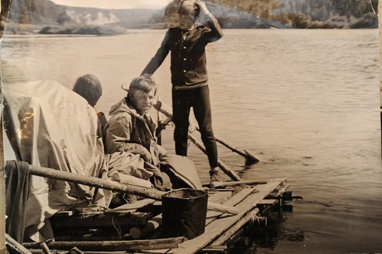 Молодой Юрий Юдин (в центре).