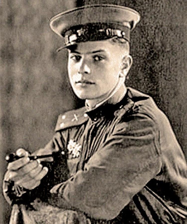 Командир минометного взвода Петр Тодоровский дошел с боями до Эльбы, был ранен, награжден орденами и медалями.