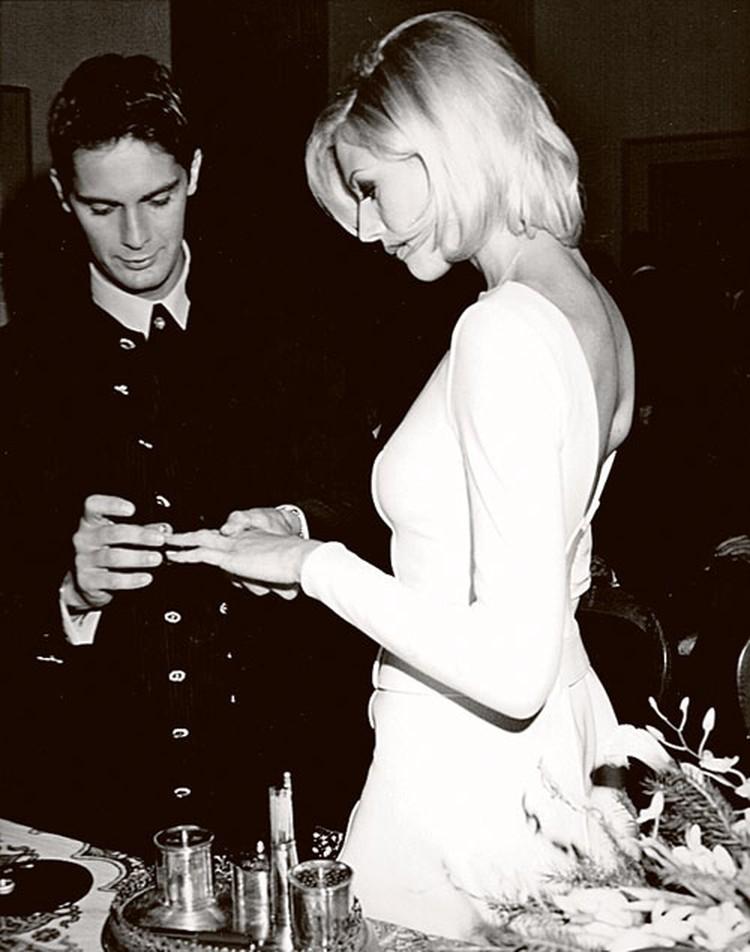 Свадьба Натальи Стефаненко (на тот момент модели в агентстве Riccardo Gay) и Луки Саббиони, начинающего дизайнера, состоялась 23 декабря 1995 года в городке Сант'Эльпидио-а-Маре...