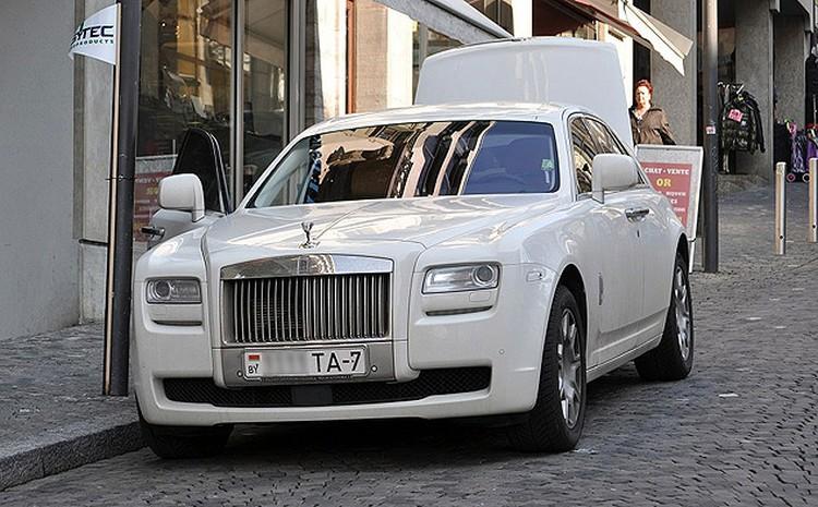 Белорусский Rolls-Royce добрался и до торговых улочек швейцарской Лозанны.