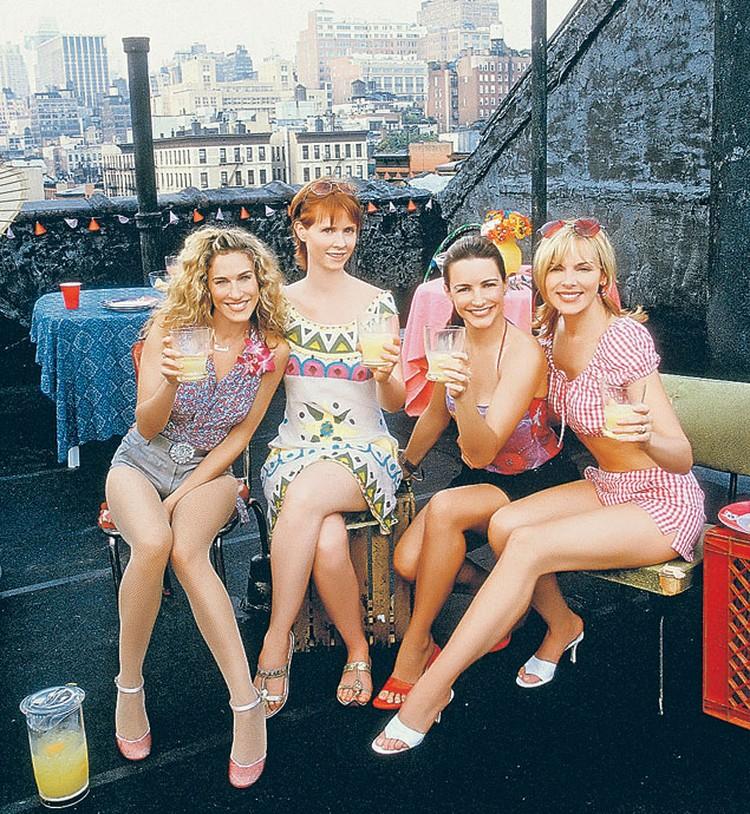 Четыре жительницы Манхэттена из сериала «Секс в большом городе» постоянно едят в кадре, но придерживаются трех правил: съедать только полпорции, оставаться всегда чуть-чуть голодной, много ходить пешком.