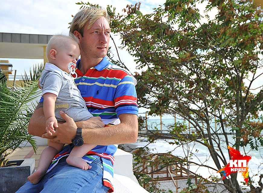 Яна Рудковская и Евгений Плющенко усилили охрану дома из-за угроз их сыну