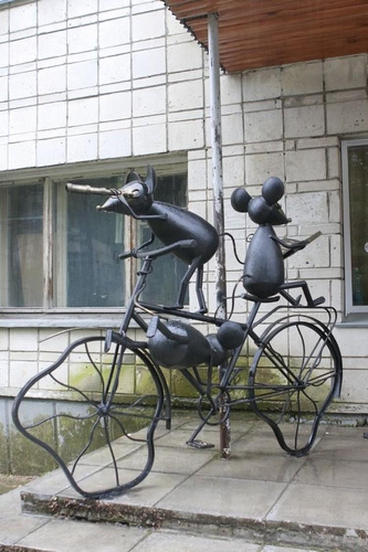 Мышки на велосипеде символизируют жажду знаний и готовность к приключениям.