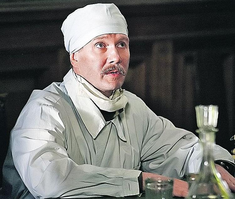 Евгений Миронов примерил на себя не один костюм во время съемок