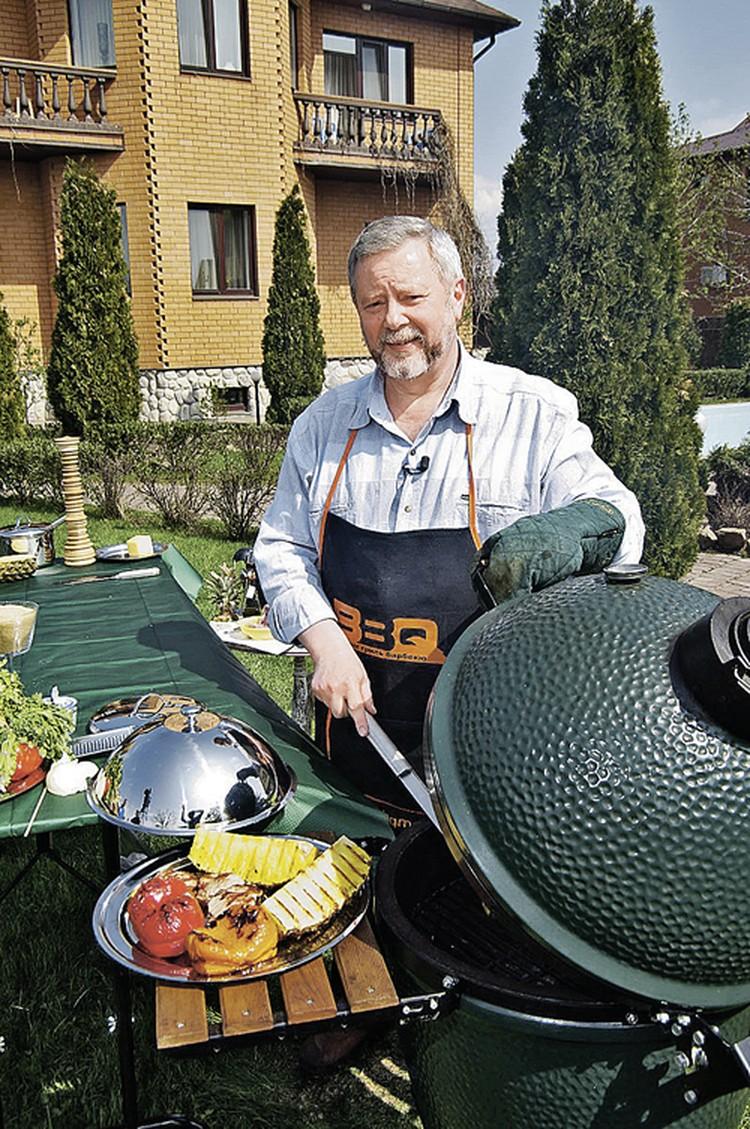 Николай Баратов, автор книги «Барбекю. Жизнь под аппетитной корочкой».