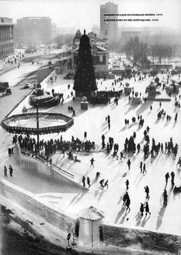 После 1979 года елку убрали в Центральный парк - из-за строительства метро. Еще больше архивных фото здесь.
