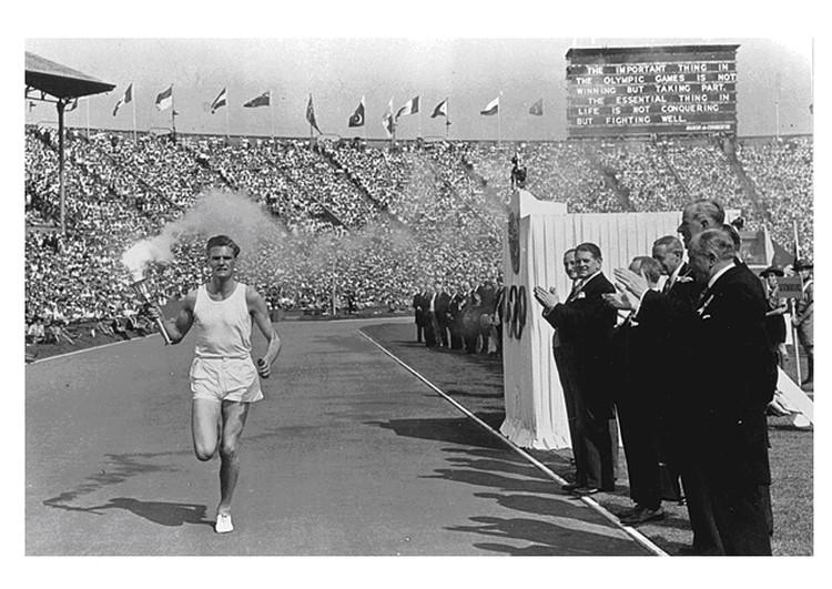 Эстафета Олимпийского огня «Лондон 1948». Один из последних этапов.