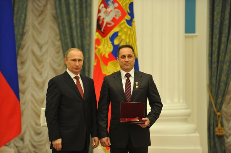 Владимир Путин и летчик-космонавт Антон Шкаплеров.