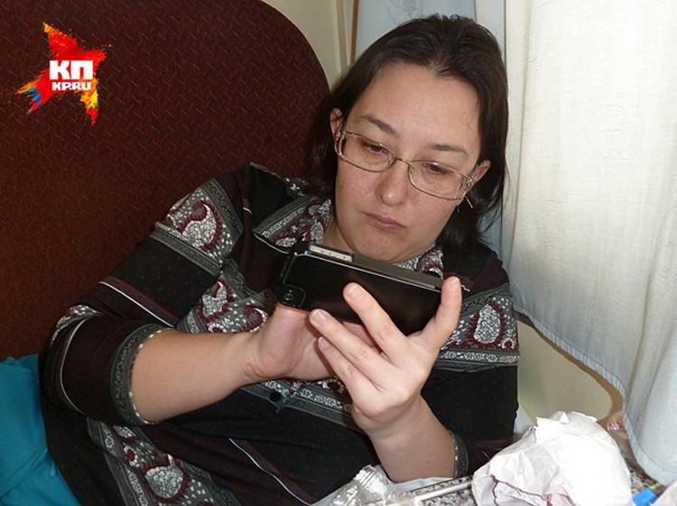 Наталья Ко уткнулась в телефон, у ней нет сил смотреть на Украину через запрет на выпивку в купе