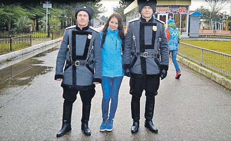 На самом деле форма реальных казачьих патрулей на Олимпиаде в Сочи выглядела вот так. И это лишний раз доказывает, что «пусек» в Сочи «наказывали» нанятые ряженые.