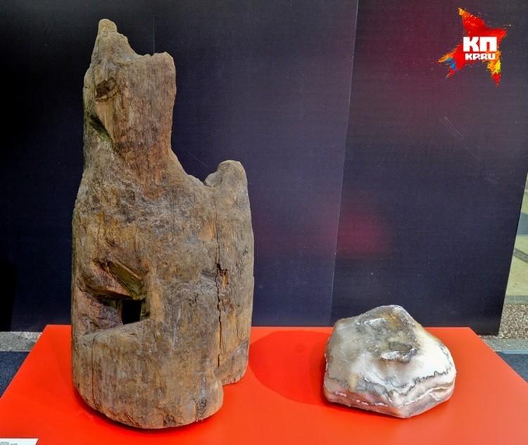 Образец каменной соли и рассолоподъемной трубы соликамских варниц