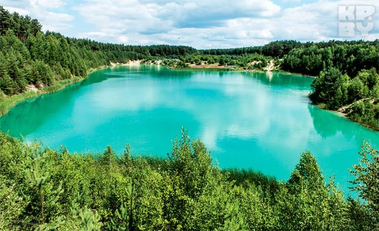 Лазурная вода в Слуцком карьере немного мыльная на ощупь.
