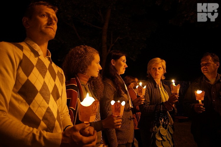 Процессия проходила при свечах