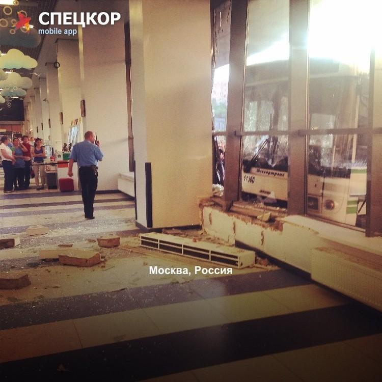 Разрушения внутри здания