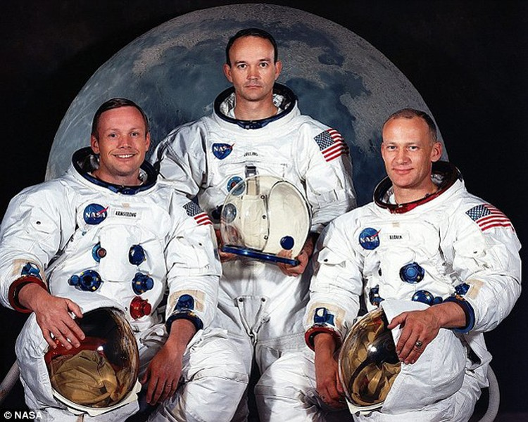 Весь экипаж Аполлона-11: Армстронг, Коллинз, Олдрин.